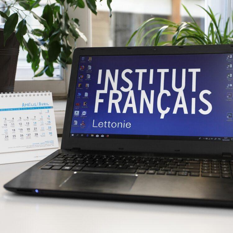 Ordinateur de l'Institut français de Lettonie permettant d'accéder au catalogue en ligne